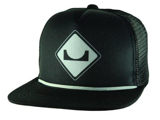 Boné Session Logo Trucker Aba Curva Black Cordão SnapBack - Preto